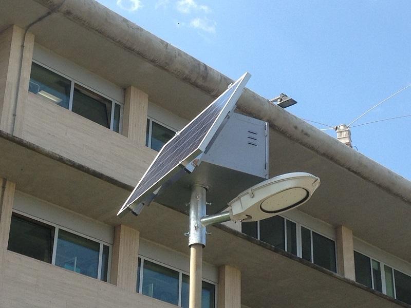 Lampioni fotovoltaici solari stradali dimmerabili regolabili