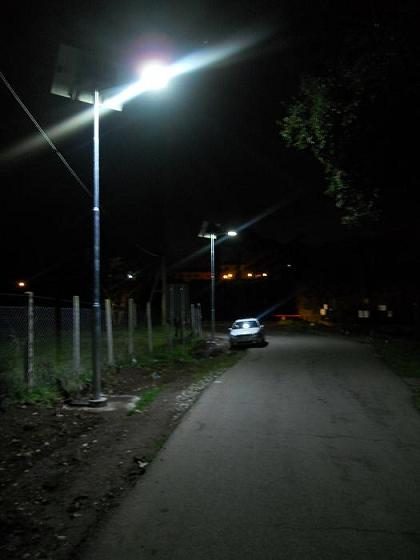 Lampioni fotovoltaici solari stradali dimmerabili - Pali per lampioni da giardino ...